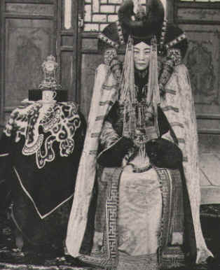 Clothes for Mongolian women royalty
