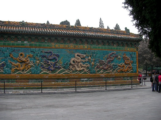 yellow dragon and 4 dragons on right side of wall
