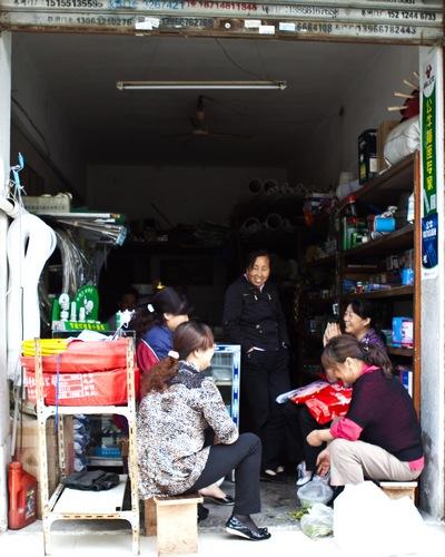 Chinese shop gossip
